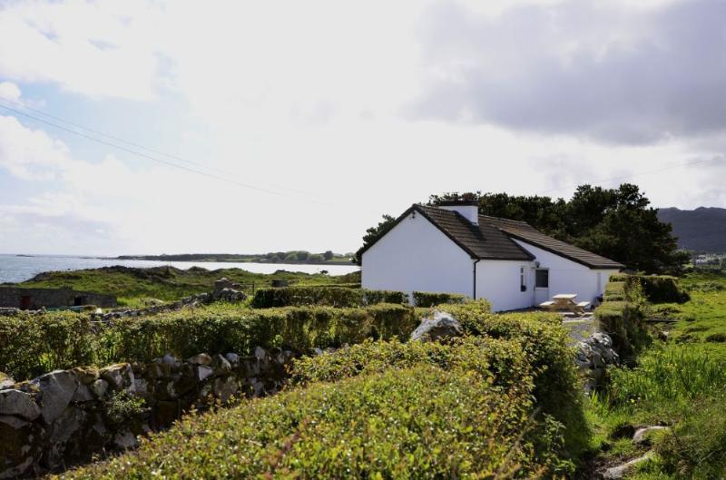 Cottage 176 - Roundstone - Inishnee Island Roundstone, casa vacanza a Cashel