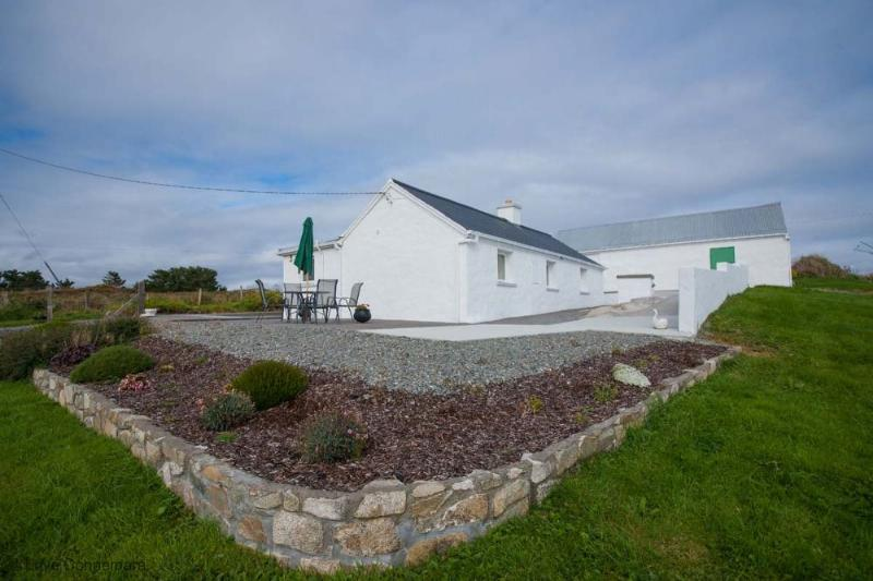 Cottage 190 - Roundstone - Holiday Cottage Inishnee Roundstone, holiday rental in Roundstone