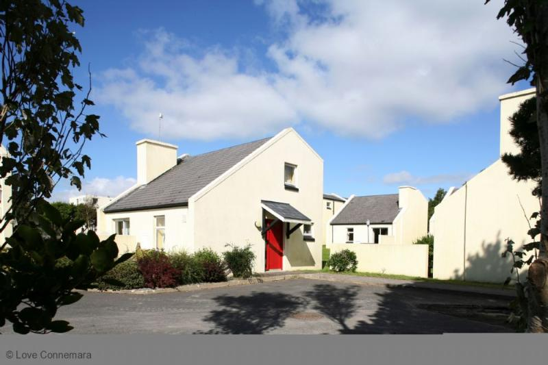 Cottage 503 - Carraroe - 503 - Carraroe Connemara, holiday rental in Carraroe