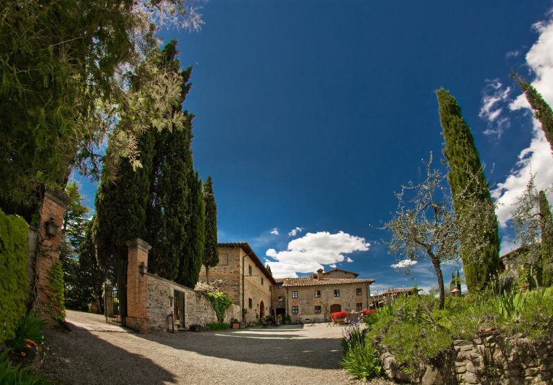 Affascinante appartamento per famiglia e amici, holiday rental in Castelnuovo dei Sabbioni