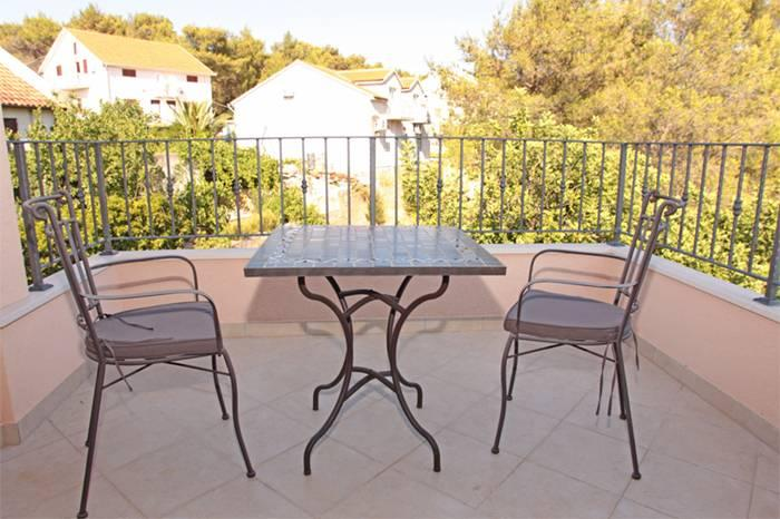Apartment located in Vrboska, small town and harbour on the northern coast of the island of Hvar.