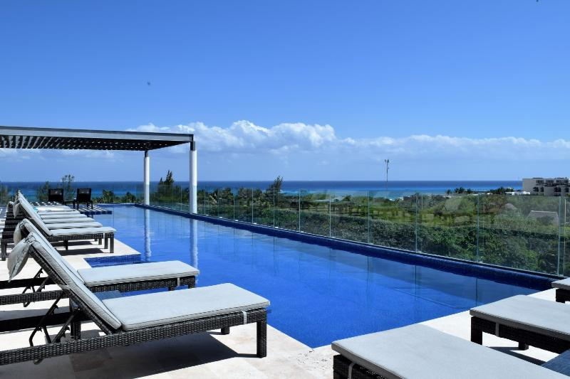 rooftop swimming pool, large enough for swimming laps, beautiful sea view & plenty of lounge chairs
