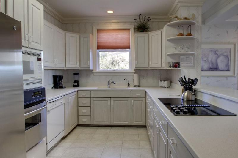 Fully Equipped Kitchen with all your cooking needs