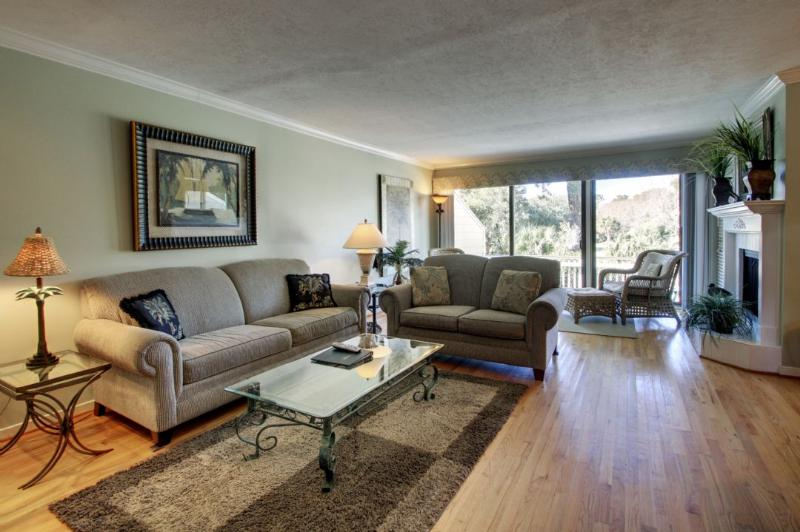 Alternative view of the spacious living room