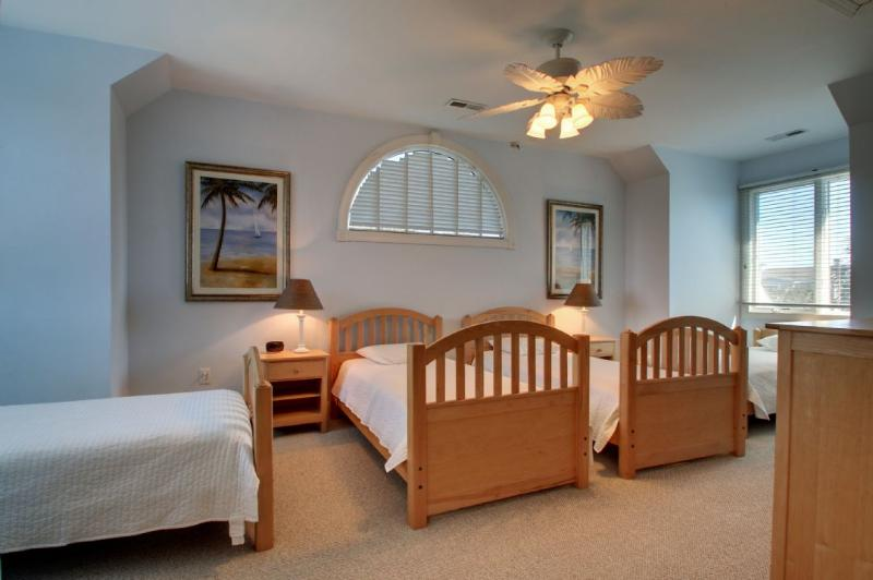Guest Bedroom Featuring Twin Beds!