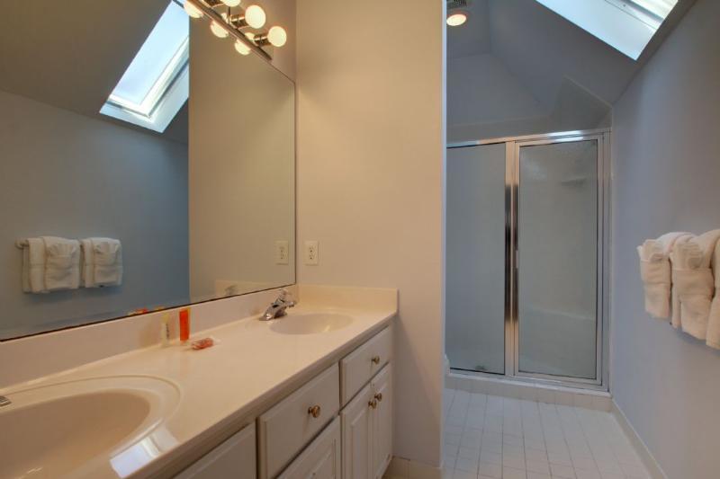 Twins Bedroom Private Bath