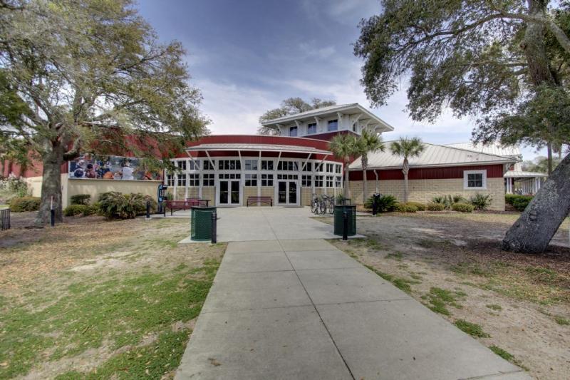Island Recreation Center, Playground/Gym/Tennis