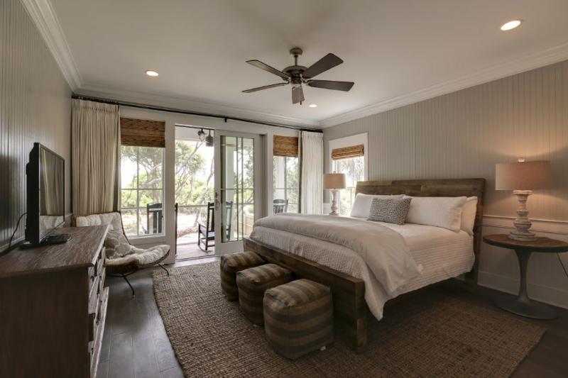 Master Bedroom, Very Nice!