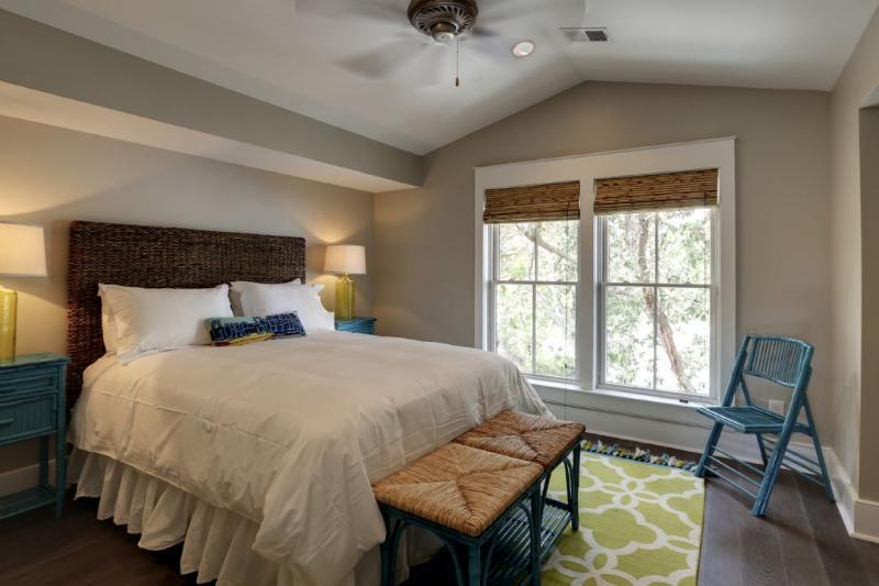 Guest Bedroom, King Bed
