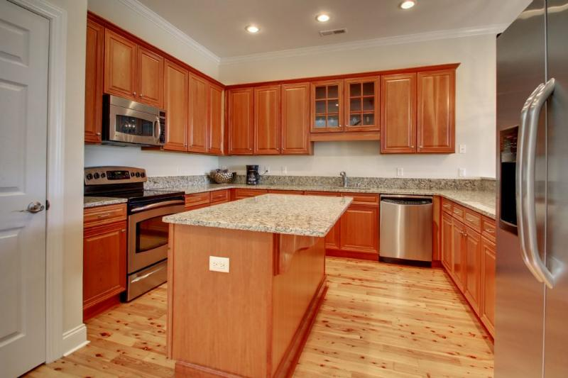 Enjoy cooking a meal in this gorgeous kitchen!