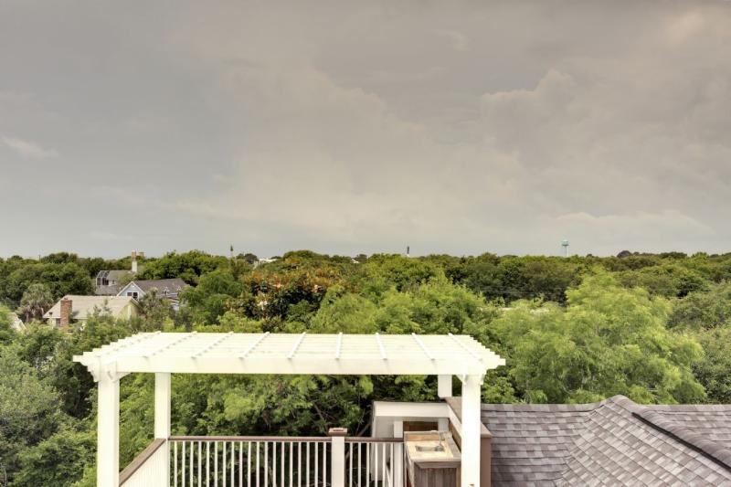 Outstanding Views of Ocean/Lighthouse/Island