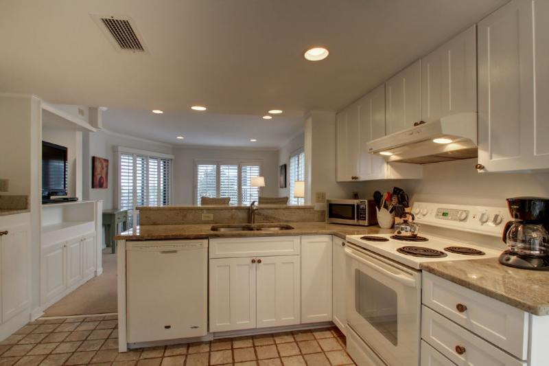 Kitchen, Nicely Equipped and Renovated!