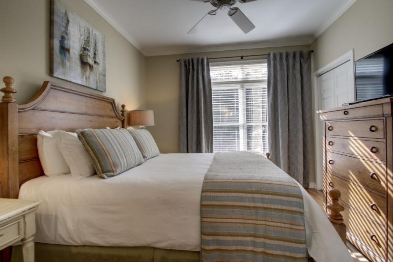 Guest Bedroom Featuring Queen Bed