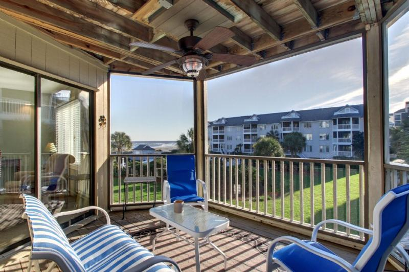 Wonderful Screened Porch Overlooking Pool/Beach!