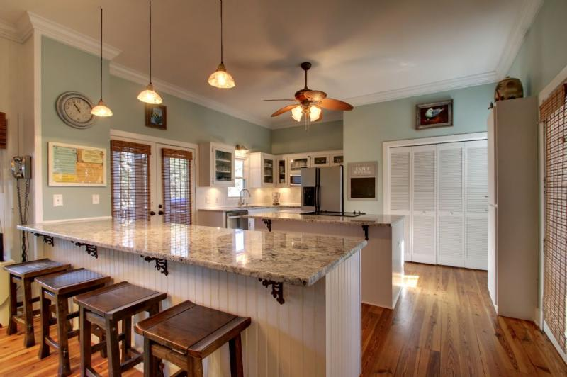 Open Kitchen/Dining Area!