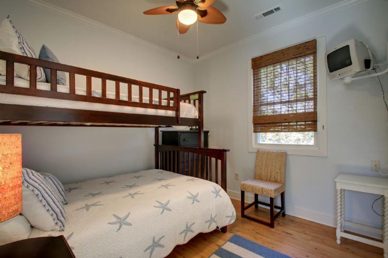 Full/Twin Bunk Bedroom!