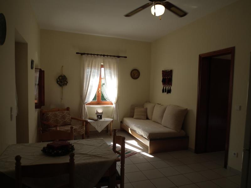 Wohnzimmer mit Schlafmöglichkeiten