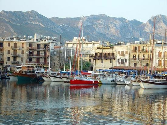 This beautiful harbour is 7 Mins walking distance from the Apartment