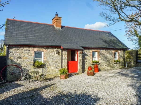GEOGHEGANS COTTAGE, stone-built, detached, four poster, solid fuel stove, in, vacation rental in Ballyragget
