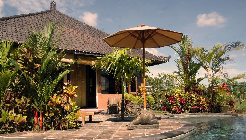 Devi's Place Ubud- great views Bamboo Bungalow, vacation rental in Ubud