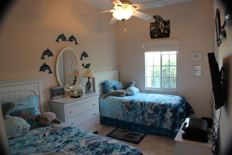 Twin bedroom, perfect for the kids.