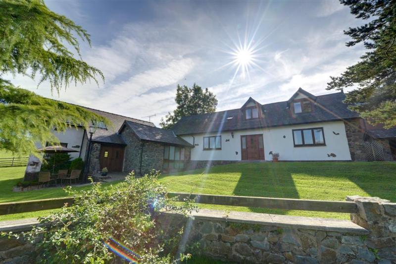 1 Derw Cottages (WAA321), casa vacanza a Pontdolgoch