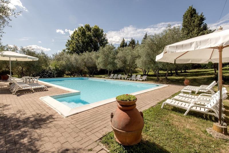 POGGETTO Apt in a Florentine Country Villa, vacation rental in Ciliegi