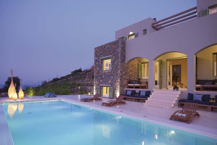 Villa Queen & Villa King - 14 bedrooms - sleeps 28, holiday rental in Ellinika