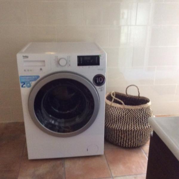 Primeiro andar tem uma segunda máquina de lavar