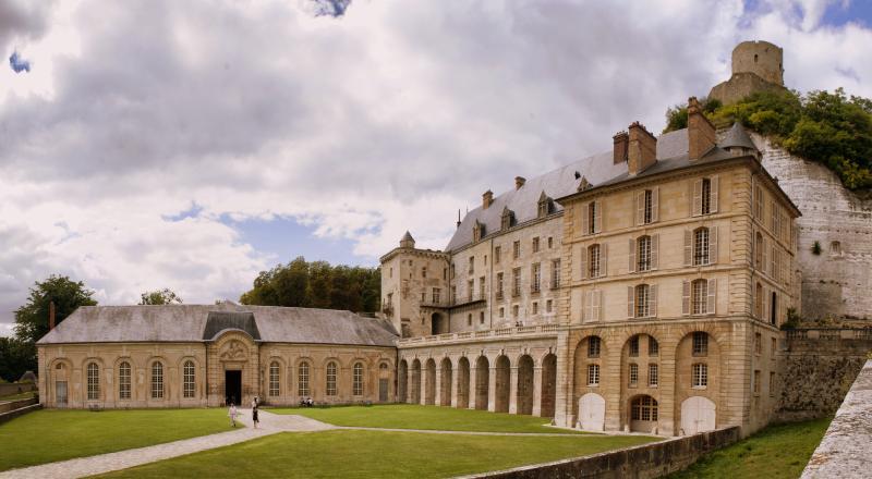 Château de La Roche Guyon - 25 km