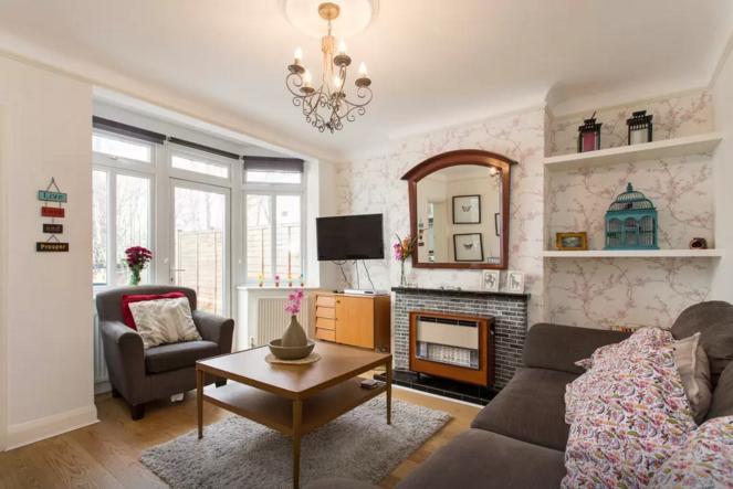 Newly refurbished garden flat, holiday rental in Harrow