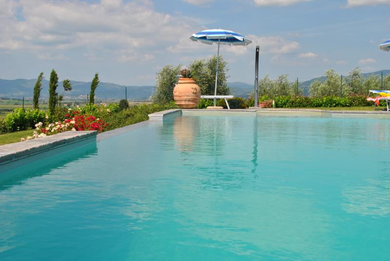 Big apartment in Tuscany with pool and wifi, vacation rental in Creti