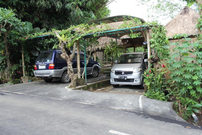 Il y avait plein de parking et cuisine traditionnelle pour votre usage