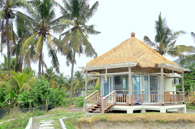 Barn N Bunk Deluxe Bungalow, vacation rental in Keramas