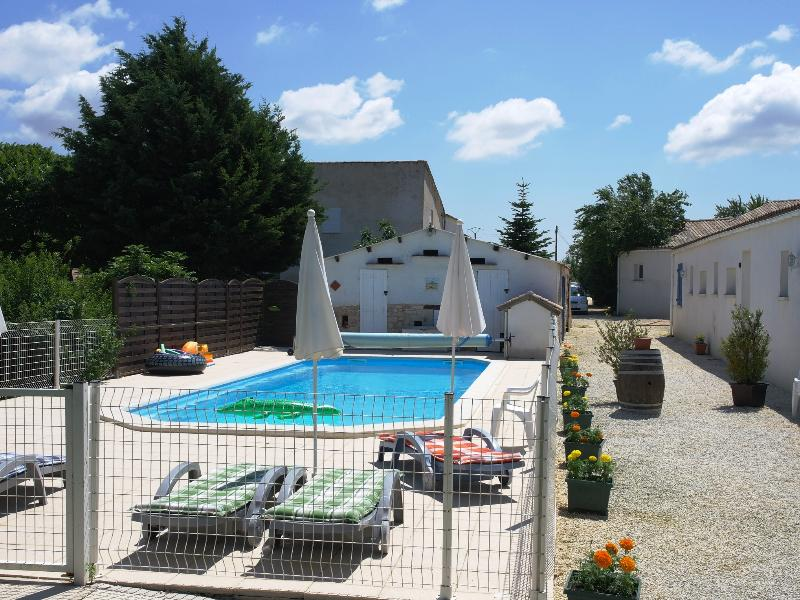 'Puce' Boutillon gites 4* family accommodation, vacation rental in Saint Medard d'Aunis