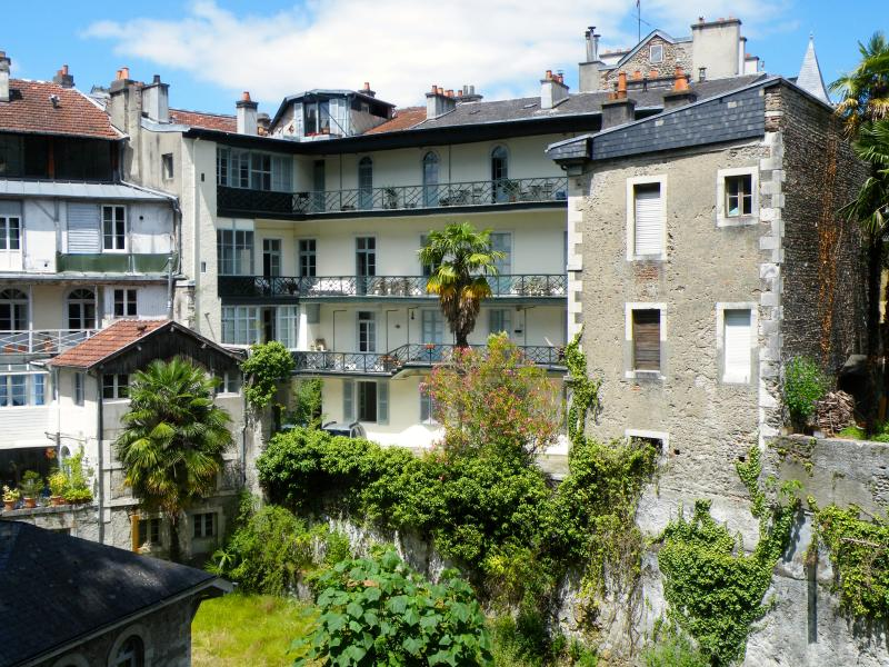 Appartement  Bleu Bearn, vacation rental in Communaute d'Agglomeration Pau-Pyrenees