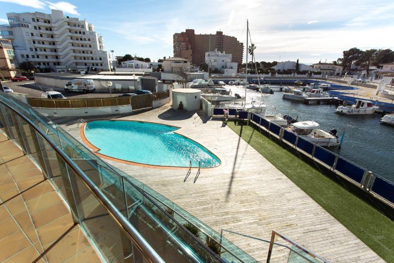 Apt. Port Trèbol - Tranquilidad en los canales, holiday rental in Roses
