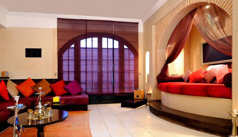 Luxurious Moroccan style living room with Home Entertainment system.