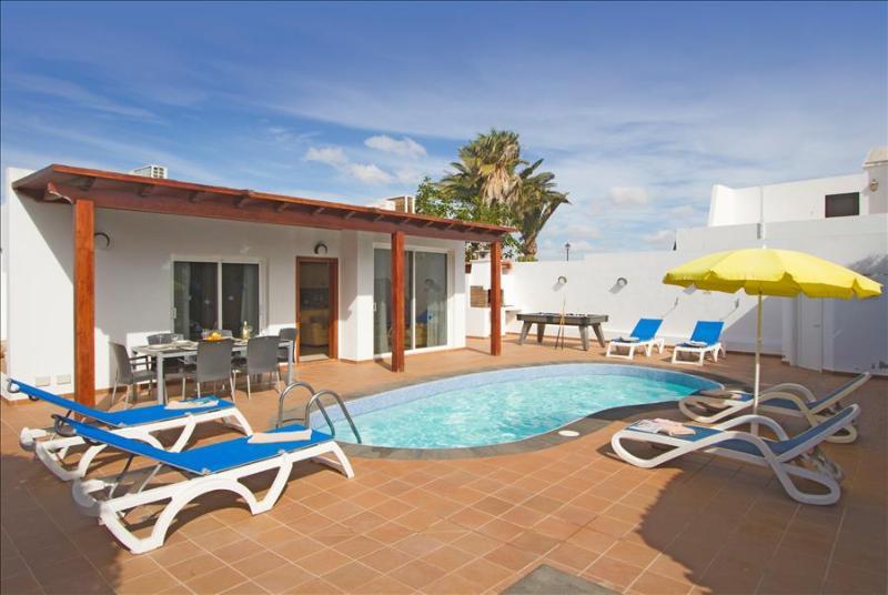 Villa Ananda with Pool and Jacuzzi, location de vacances à Puerto Del Carmen