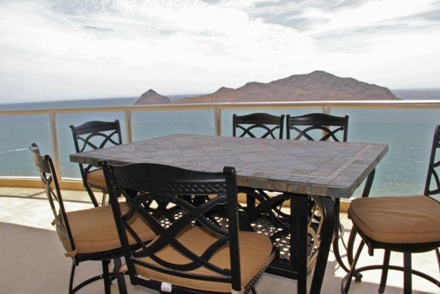 Patio dining set for 6 people. Incredible views!
