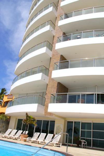 Only 2 condos per floor, exclusive building.