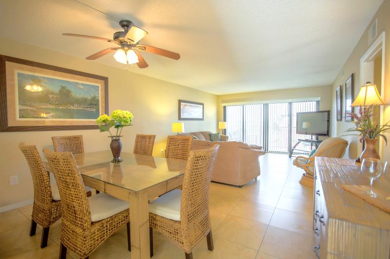 Bright & new open-concept dining/living room with 50' flatscreen TV