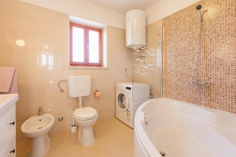 H (6 + 2): Bad mit WC