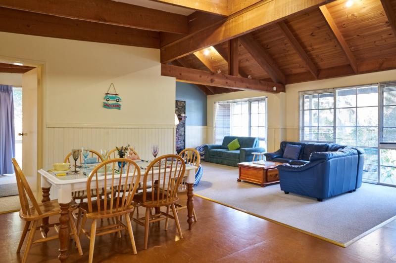 Open plan lounge/ dining