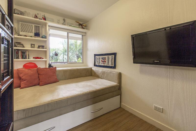 Very cozy wall-to-wall built-in bed with pull-out, swinging flatscreen TV...