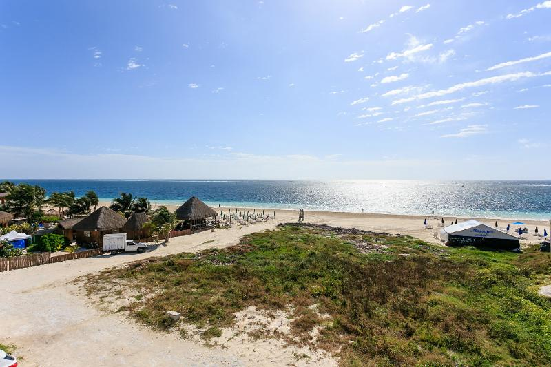 Apartment with ocean view in Puerto Morelos, holiday rental in Puerto Morelos