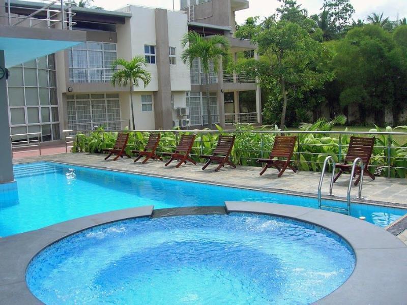 Lanka Lake Villa Ultra Luxury Waterfront Mansion, alquiler vacacional en Panadura