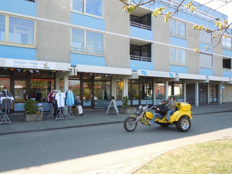 Einkaufzeile in Marina Wendtorf mit Bäcker