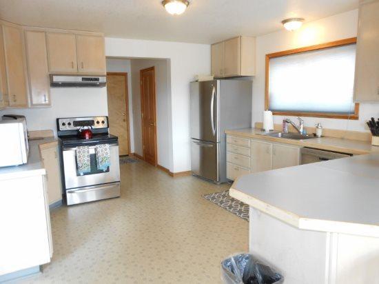 750E Kitchen