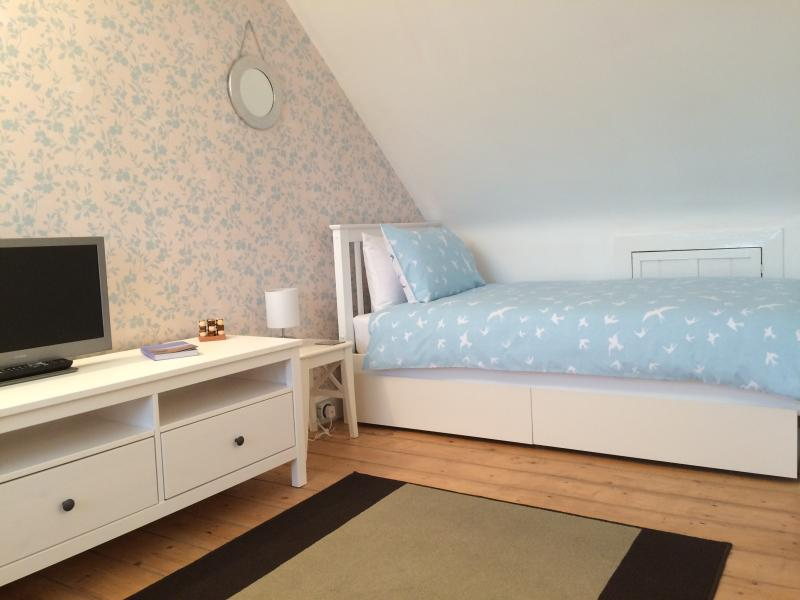 Alternative view of 2nd floor twin bedroom with fabulous sea views